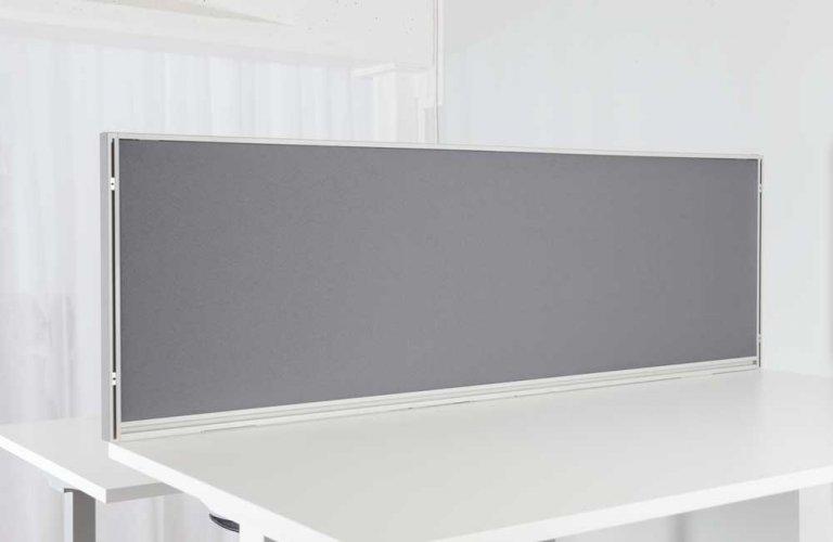 Pöytäsermi pöytään kiinnitettävä sermi harmaa koko 50 x 160 cm nyt edulliseen hintaan, laadukas pöytäsermi sopii kiinteään tai sähköpöytään, economy seinäke työpöytään on 3,5 cm paksu tyylikäs pöytäsermi työpöydälle