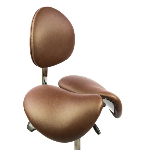 Kotimaisen kaksiosaisen satulatuolin Ergonea Dual Gymin ergonominen selkänoja ja istuin ruskealla aidolla nahalla verhoiltuna