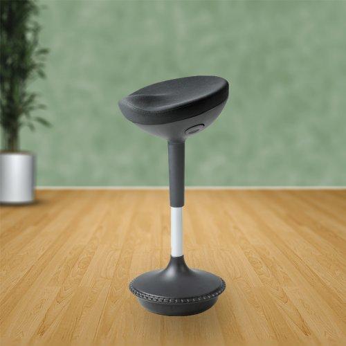 Seisomatuoli eli seisomatukituoli Sitool Balance musta kangas korkeaan työpisteeseen, istumatuoli Sitool on hyvä sähköpöydän tuoli, nyt Sitool hinta tarjous netistä